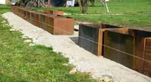 Metalltrockenmauer, Mittelstück